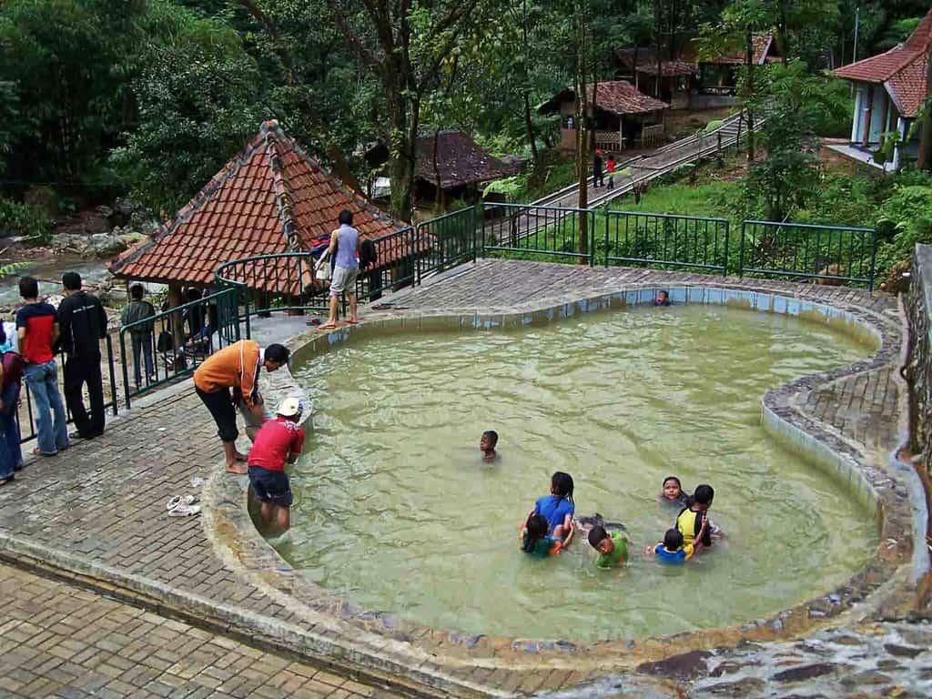 Pemandian Air Panas Ciparay tempat wisata di bogor