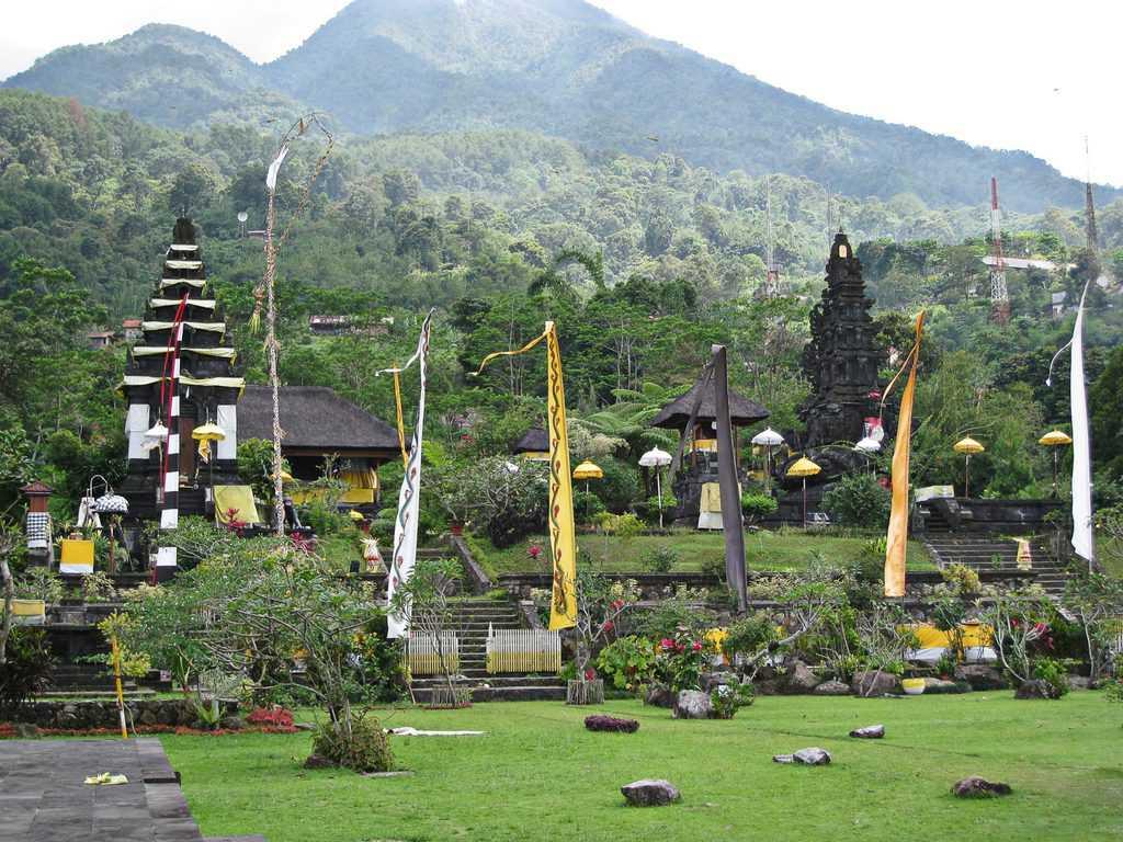 Pura Parahyangan Agung Jagatkarta tempat wisata di bogor
