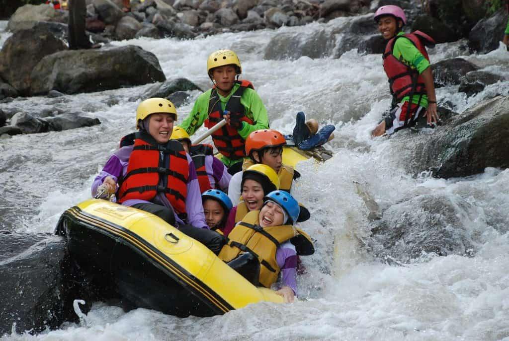 Rafting Sungai Cisadane tempat wisata di bogor