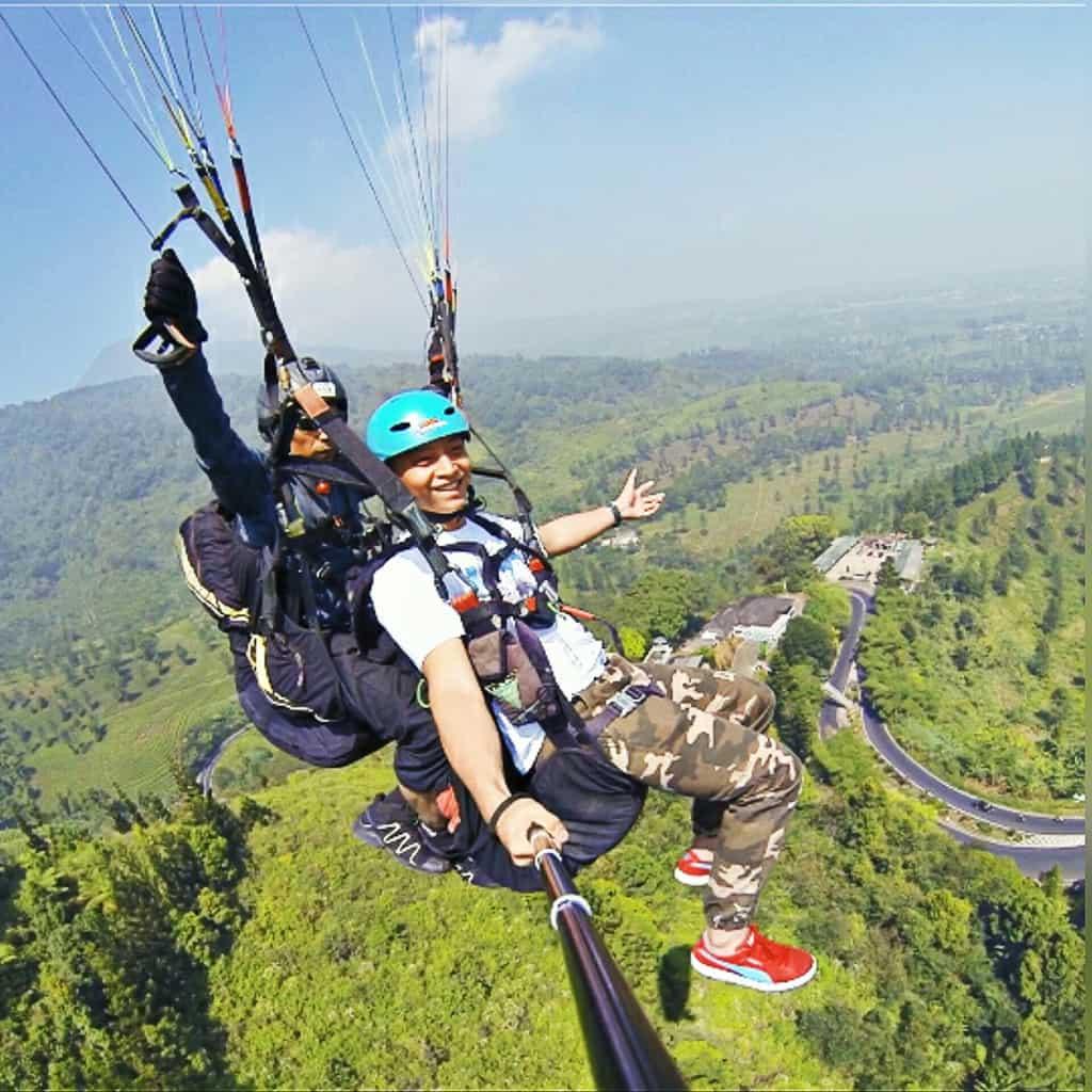 fly indonesia paragliding bogor tempat wisata di bogor 2