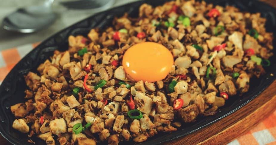 makanan khas filipina sisig