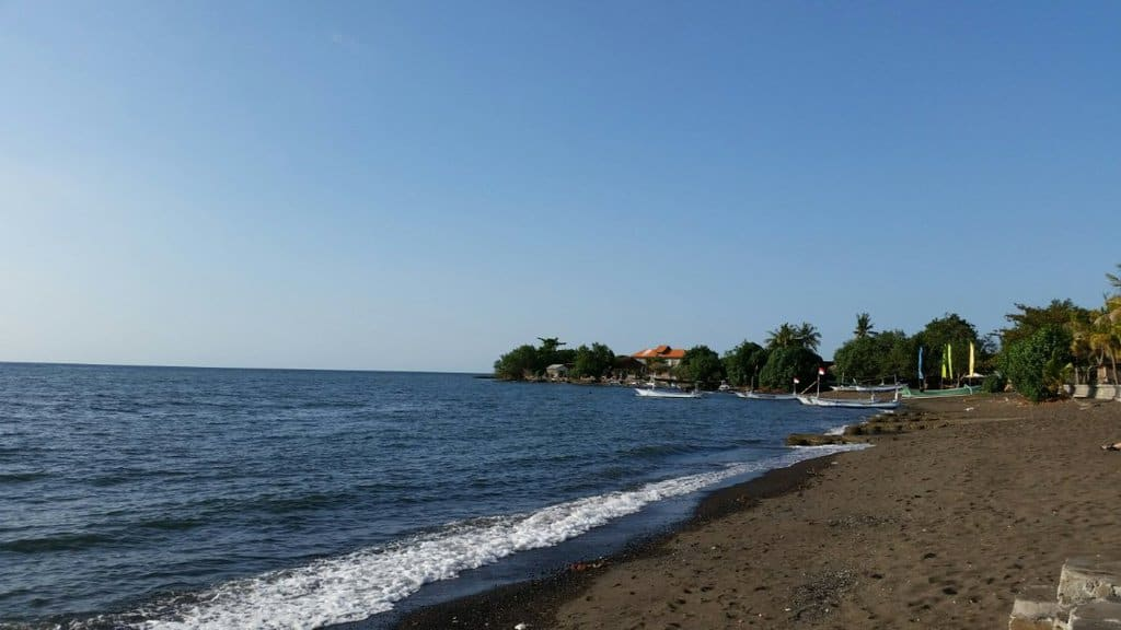 tempat wisata di bali Pantai Lovina Bali