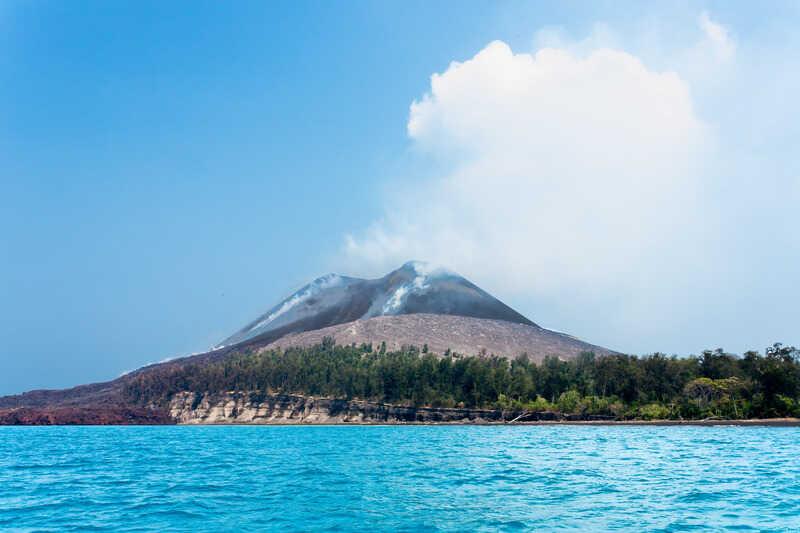 tempat wisata di banten gunung krakatau