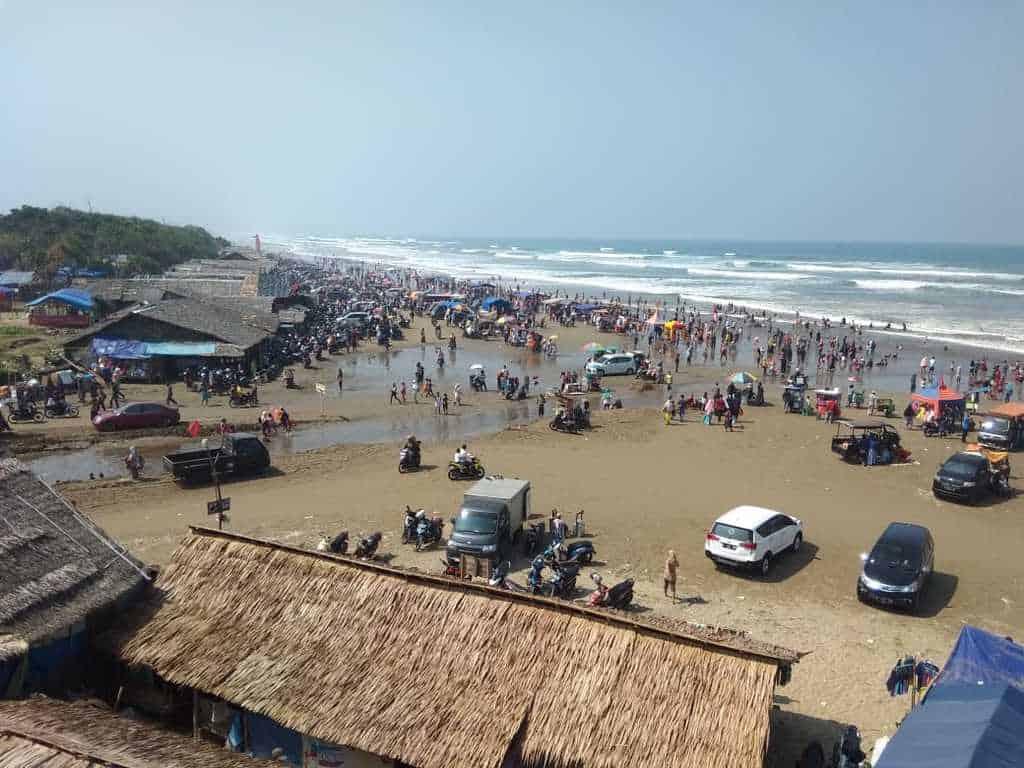 tempat wisata di banten pantai bagedur