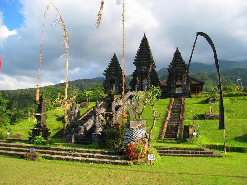 tempat wisata di bogor Pura Parahyangan 2