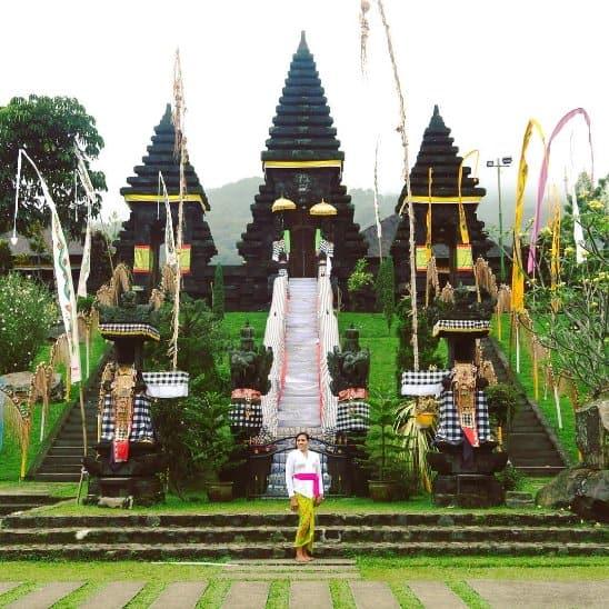 tempat wisata di bogor Pura Parahyangan