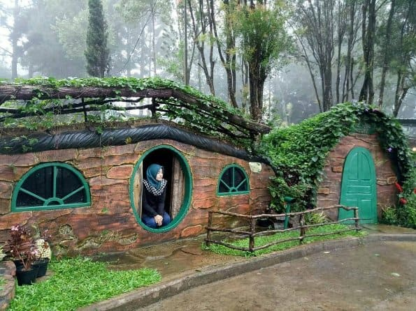 tempat wisata di bogor house the hobbit