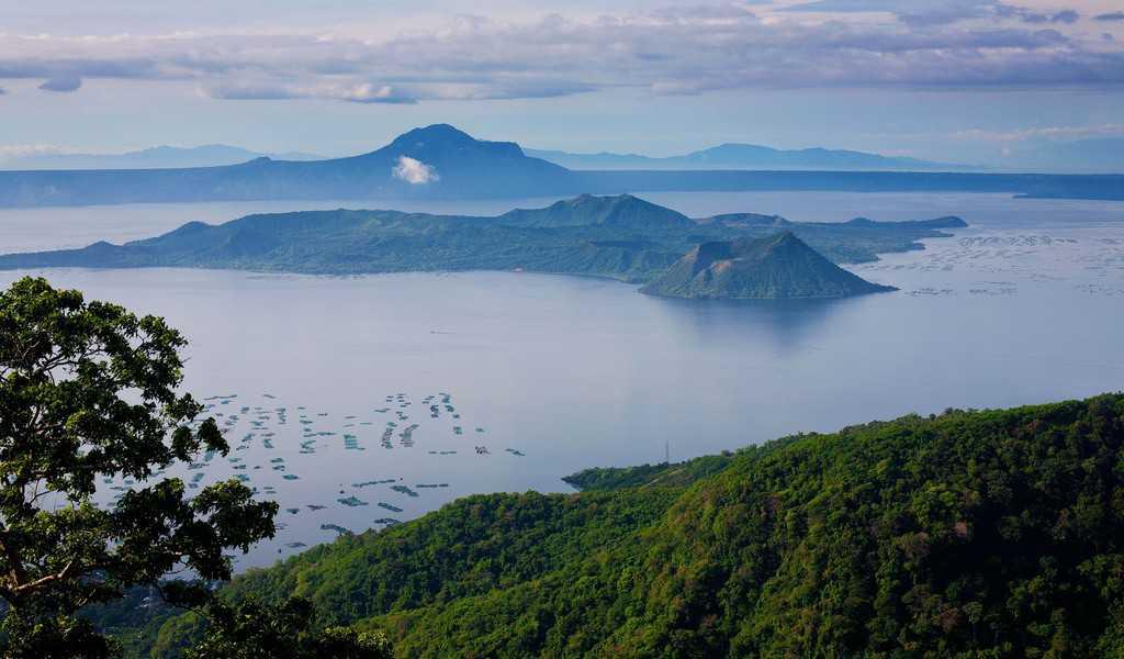 tempat wisata di filipina Taal Volcano