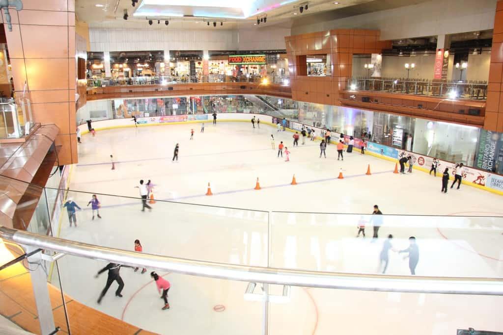 tempat wisata di jakarta Ice Skating di Sky Rink