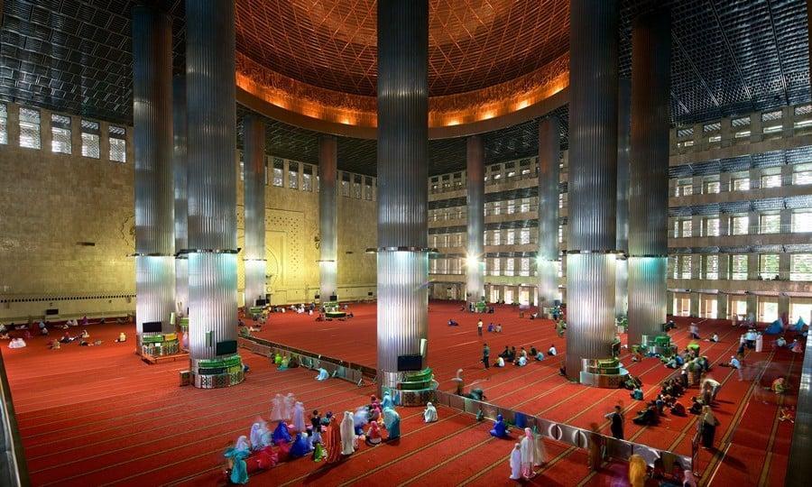 tempat wisata di jakarta interior masjid istiqlal