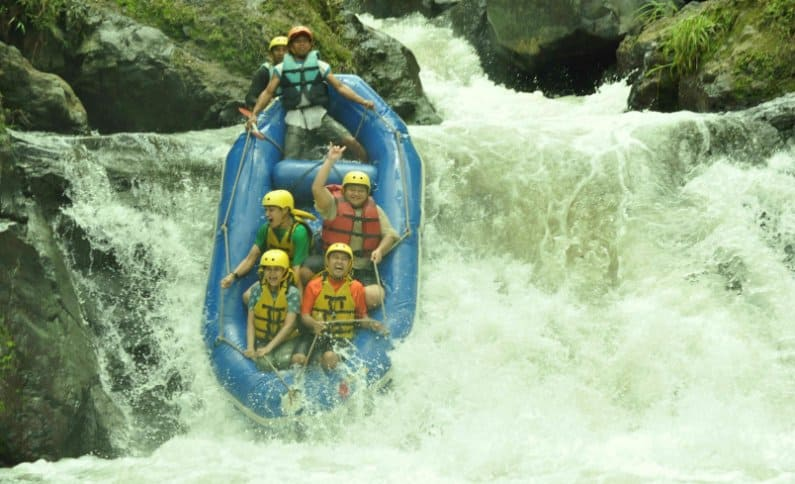 wisata malang Ndayung Rafting