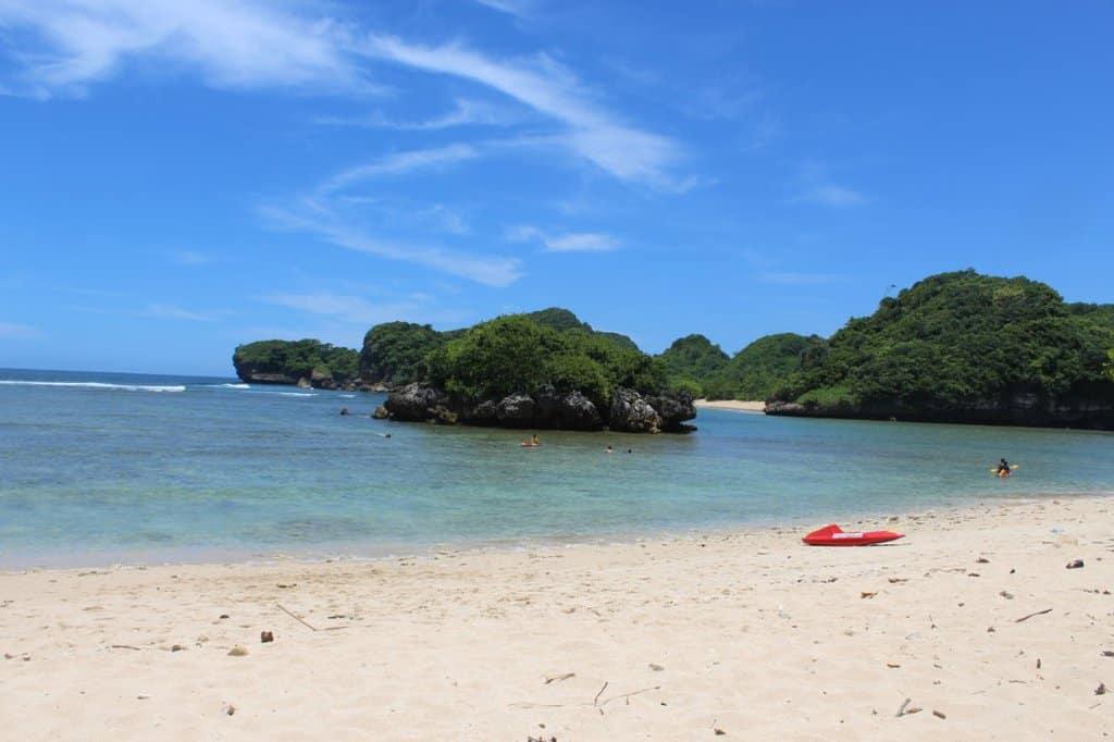 wisata malang Pantai 3 Warna