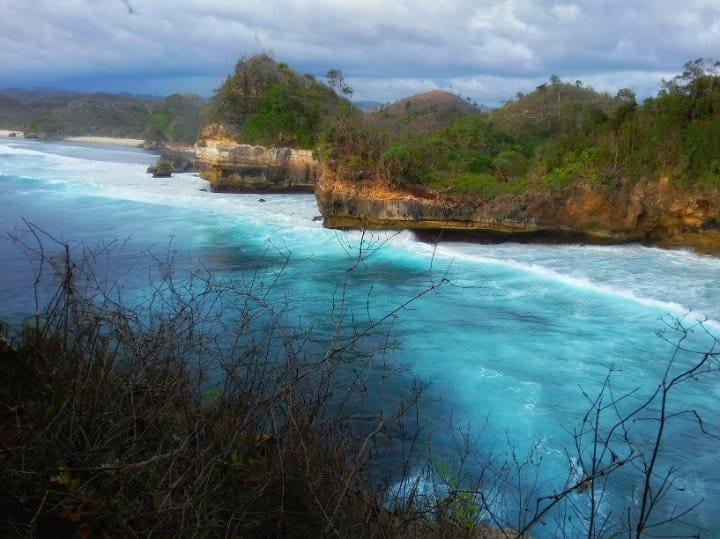 wisata malang Pantai Batu Bengkung