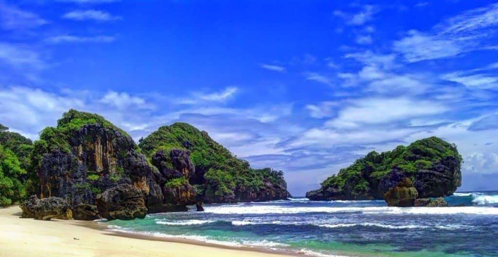 wisata malang Segara Anakan Pulau Sempu