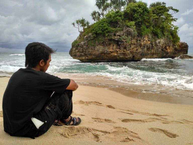 wisata malang Teluk Bidadari