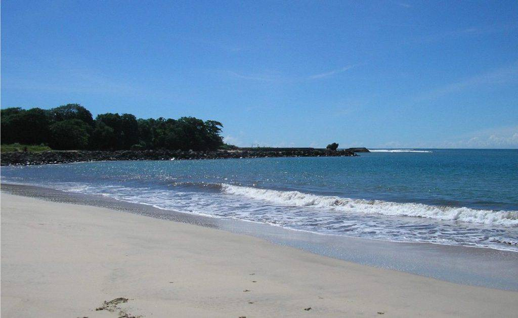 featured pantai santolo