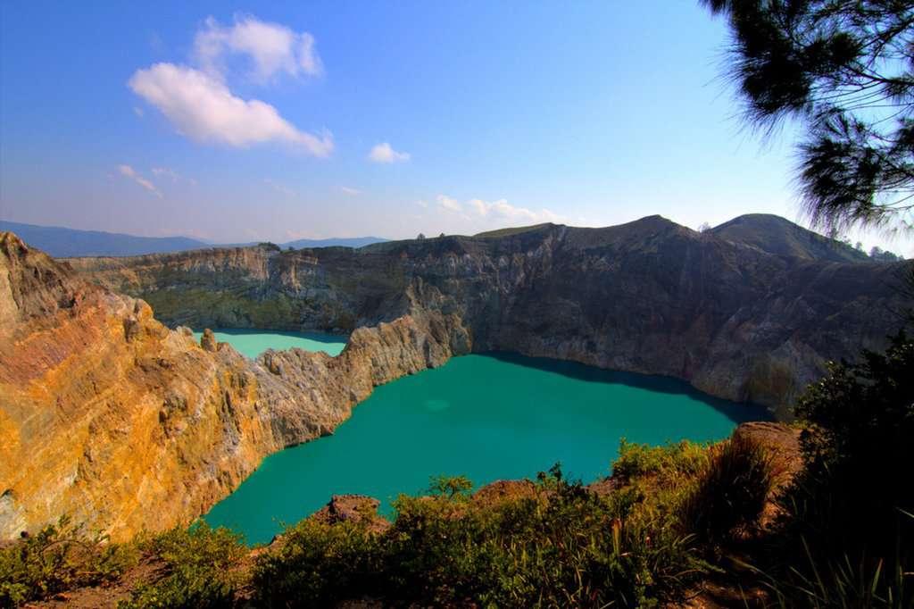 gambar pemandangan indah Danau Kelimutu
