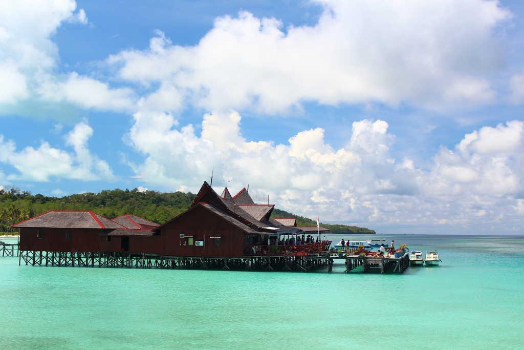 gambar pemandangan indah Kepulauan Derawan 2