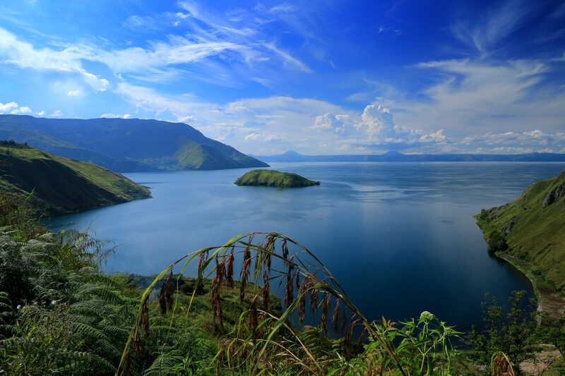 gambar pemandangan indah danau toba
