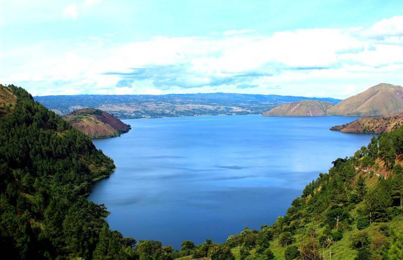 gambar pemandangan indah danau toba 2