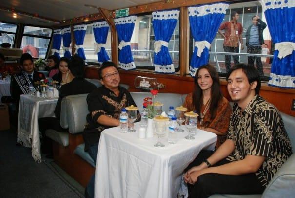 tempat wisata di surabaya Artama Harbour Cruise