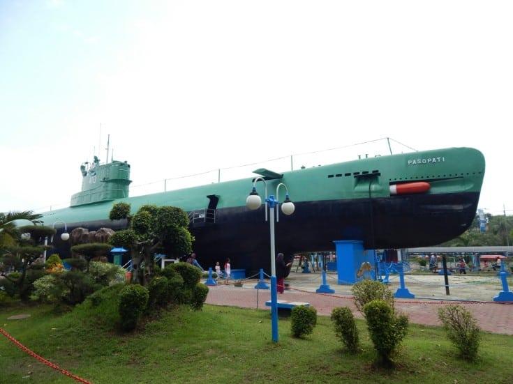 tempat wisata di surabaya Museum Kapal Selam