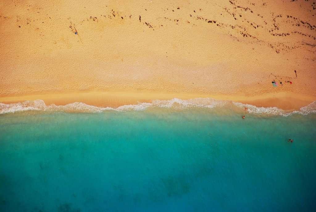 gambar pemandangan pantai dan laut 2